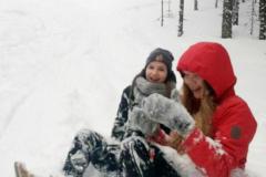 Lumessa on kivaa yhdessä